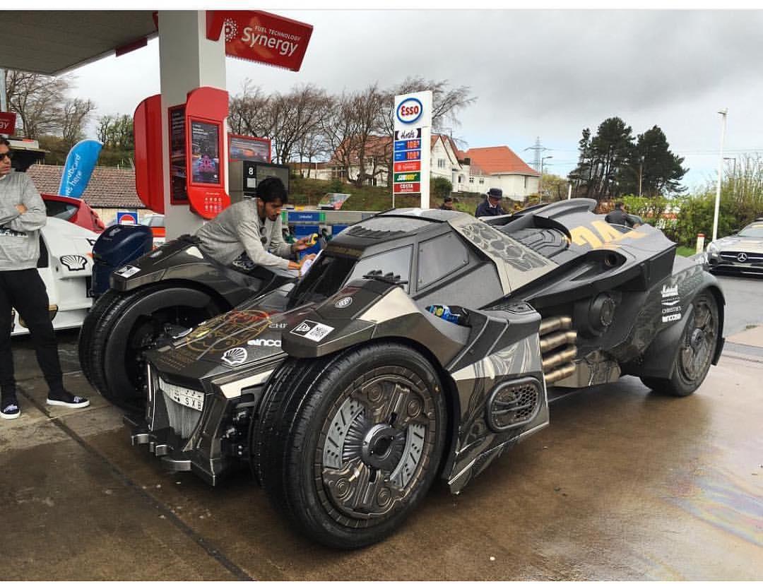 Theo Caresto, chiếc Batmobile của Team Galag là xe được phát triển dành riêng cho hành trình siêu xe Gumball 3000.