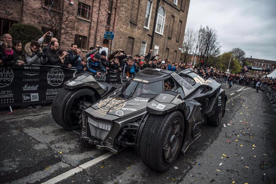 Hành trình siêu xe Gumball 3000 2016 đã chính thức khởi hành từ hôm 1/5 vừa qua tại thành phố Dublin của Ai-len. Một trong những điểm nhấn ấn tượng nhất của hành trình siêu xe Gumball 3000 năm nay chính là chiếc xe Batmobile của Team Galag.