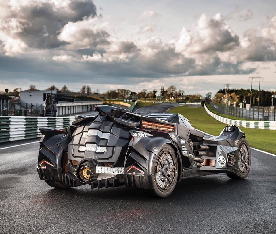 Được phát triển dựa trên động cơ Lamborghini, chiếc xe Người Dơi là sản phẩm độc nhất vô nhị của Caresto đến từ Thụy Điển. Đây là một hãng chuyên chế tạo xe concept và xe dự án.