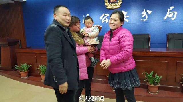 Gia đình tổ chức buổi lễ cảm ơn cô Du Xiuli.