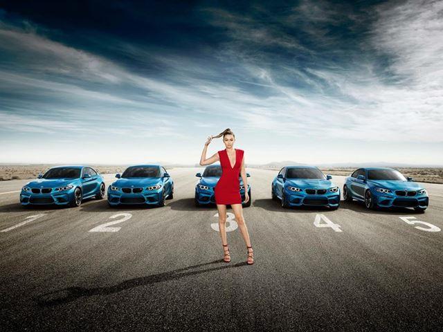 Gigi Hadid diện váy đỏ bốc lửa bên dàn BMW M2.