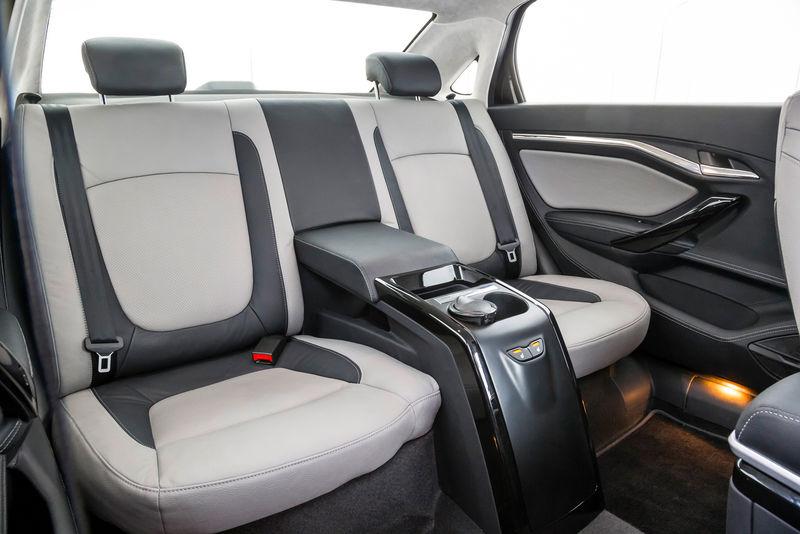Chưa hết, hãng Lada còn loại bỏ hàng ghế sau dạng liền mảnh như Vesta thông thường và thay vào đó bằng 2 ghế riêng biệt.
