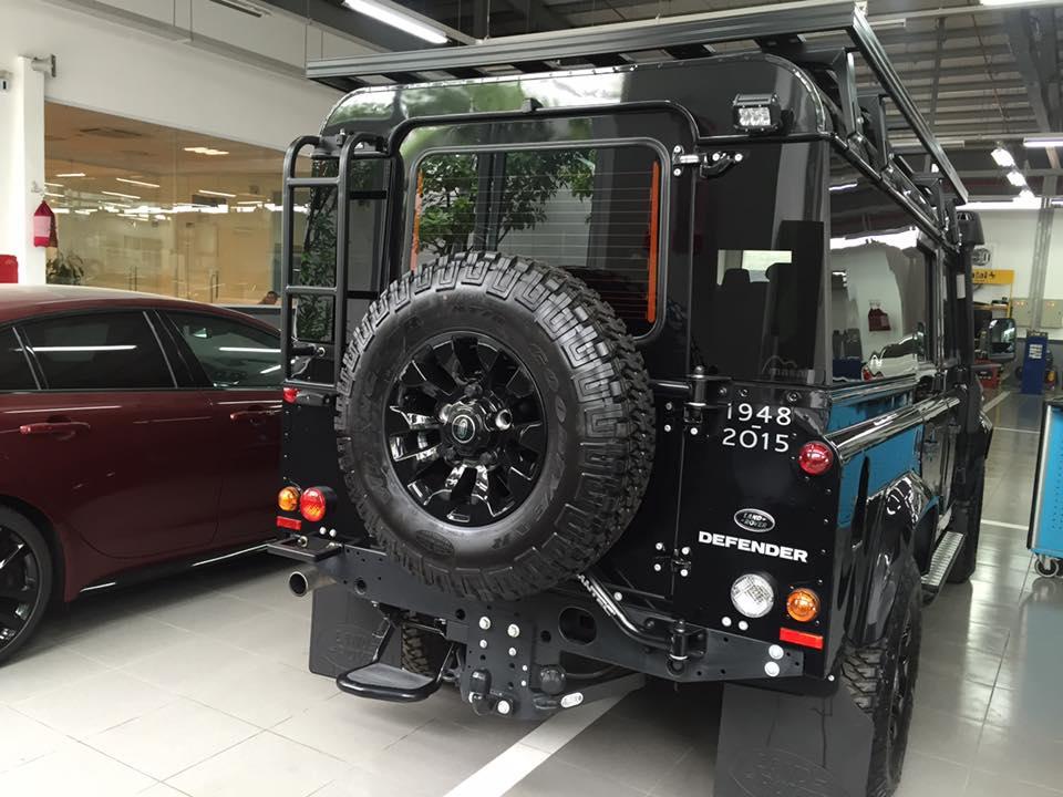 Chiếc Land Rover Defender đặc biệt về Việt Nam. Ảnh: Hoàng Sơn