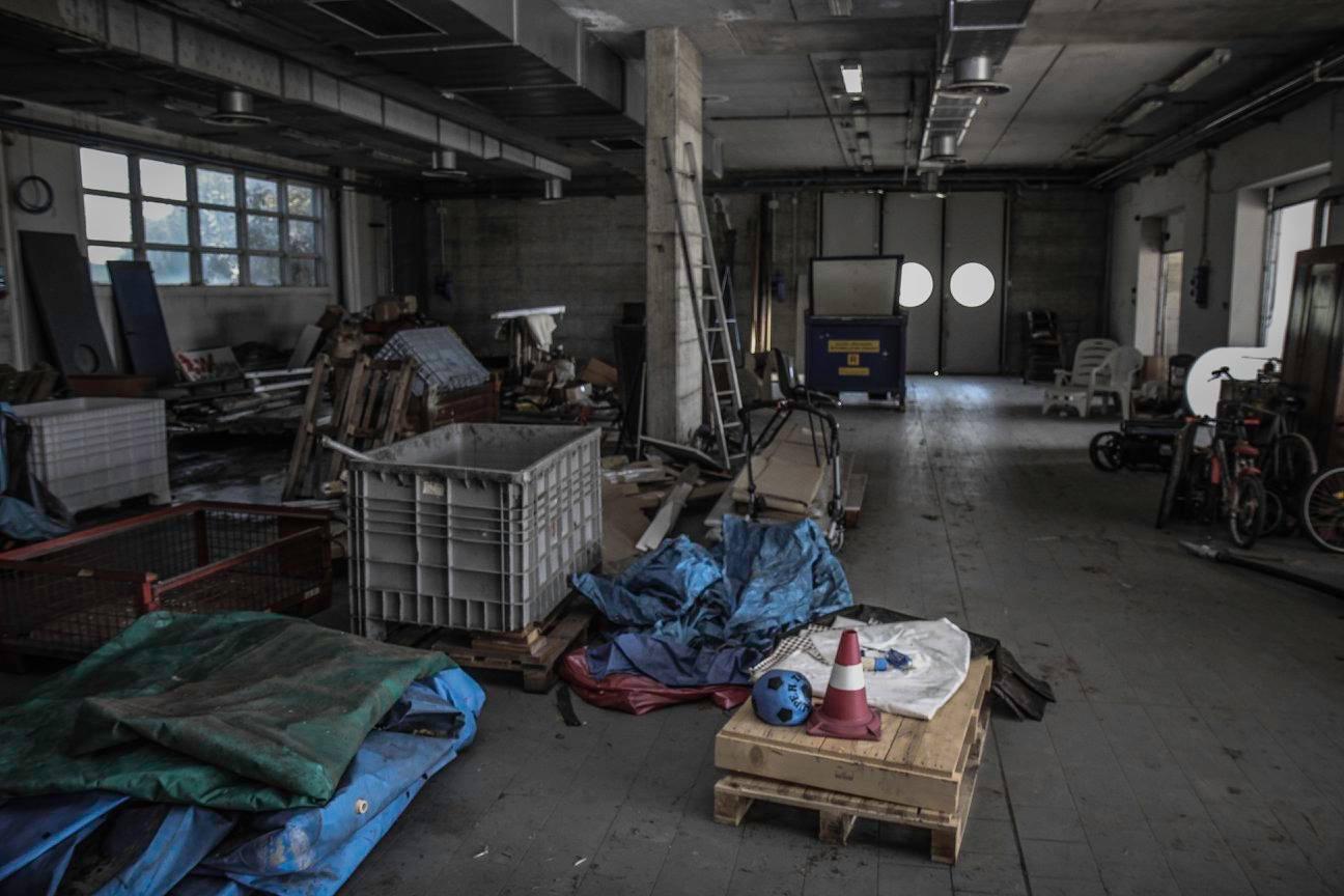 Đây là tầng trệt của nhà máy Bugatti bỏ hoang tại Campogalliano. Căn phòng với đồ đạc vứt bừa bộn trên sàn nhà này từng là trung tâm thiết kế và sáng tạo của nhãn hiệu Bugatti.