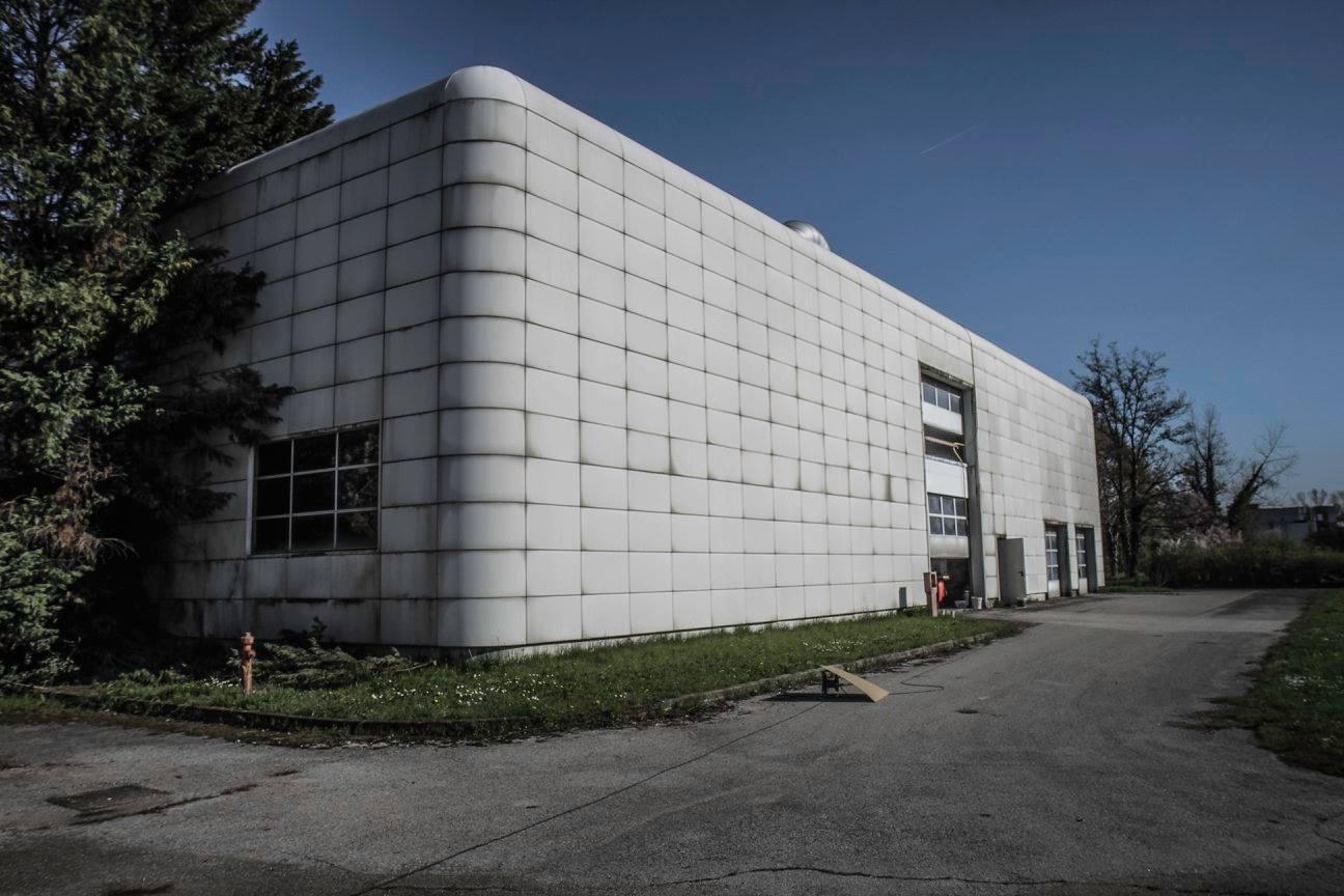 Tuy bị bỏ hoang nhưng nhà máy của Bugatti ở Campogalliano vẫn có bảo vệ. Ông Ezio Pavesi là bảo vệ đầu tiên của nhà máy. Ông có nhiệm vụ cắt cỏ, trông coi tài sản và dọn vệ sinh cho nhà máy.