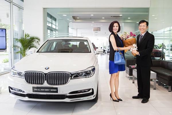 Á hậu Phương Lê mua BMW 730Li 2016 màu trắng muốt.