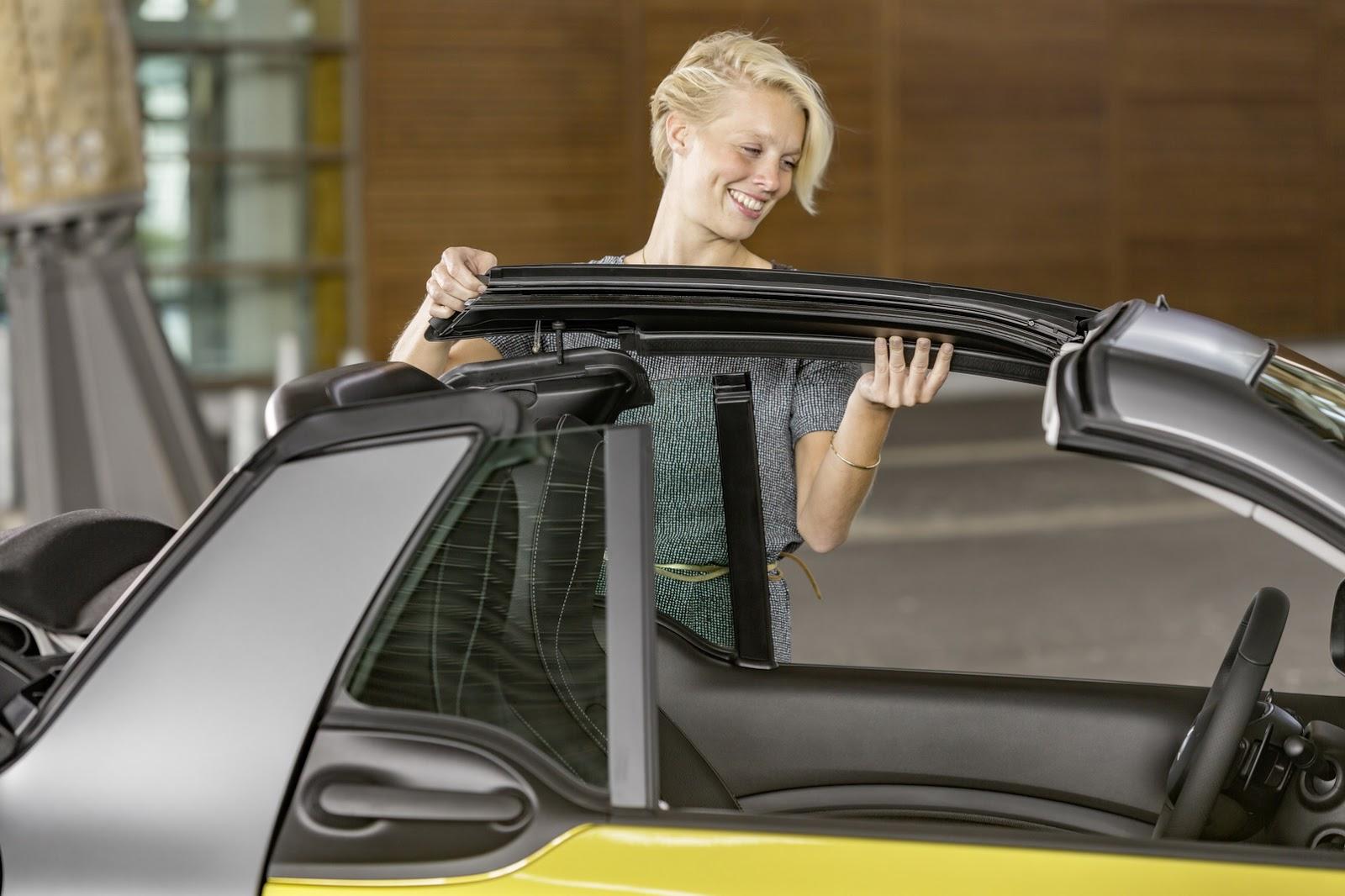 Tất cả các bản trang bị của Smart ForTwo Cabriolet đều sử dụng mui nỉ có thể đóng tự động trong thời gian 12 giây. Tuy nhiên, nếu muốn hít thở khí trời, bạn phải dùng tay để tháo mui nỉ của Smart ForTwo Cabriolet...