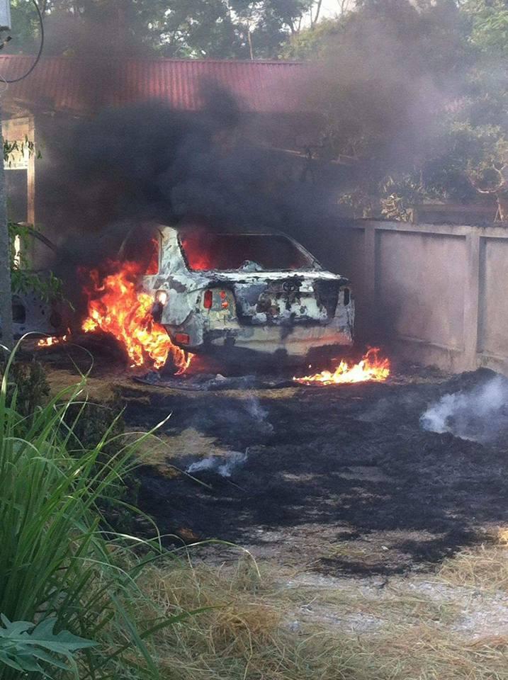 Chiếc Toyota cháy chỉ còn trơ khung. Ảnh: Công Lý