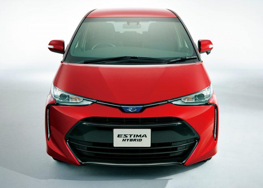 Về thiết kế, Toyota Previa 2016 trông hầm hố hơn, từ đó hứa hẹn thu hút nhóm khách hàng trẻ tuổi hơn. Trên đầu xe xuất hiện lưới tản nhiệt hình thang, gợi liên tưởng đến người anh em Vios. Bên cạnh đó là dải đèn LED định vị ban ngày kéo dài lên trên và đèn pha LED thanh mảnh hơn.