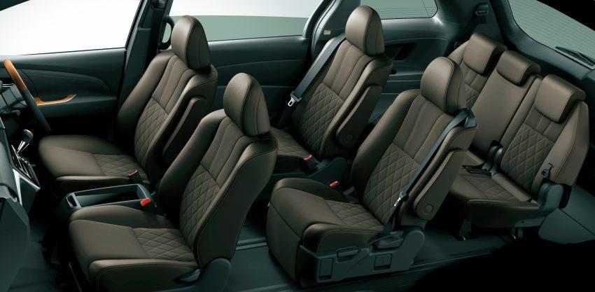 Khách hàng khi mua Toyota Previa 2016 có thể tùy chọn cấu hình ghế bên trong xe.