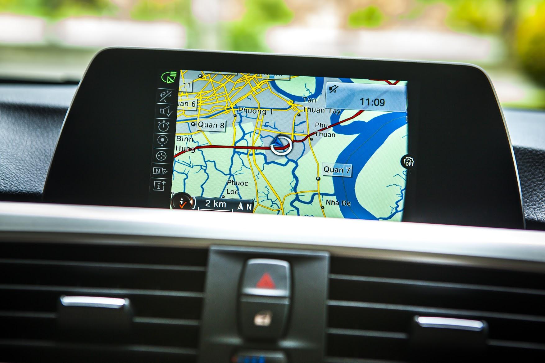 Hệ thống dẫn đường chuyên nghiệp Business Navigation System lần đầu tiên được thiết lập cho BMW 320i phiên bản 100 năm tại Việt Nam