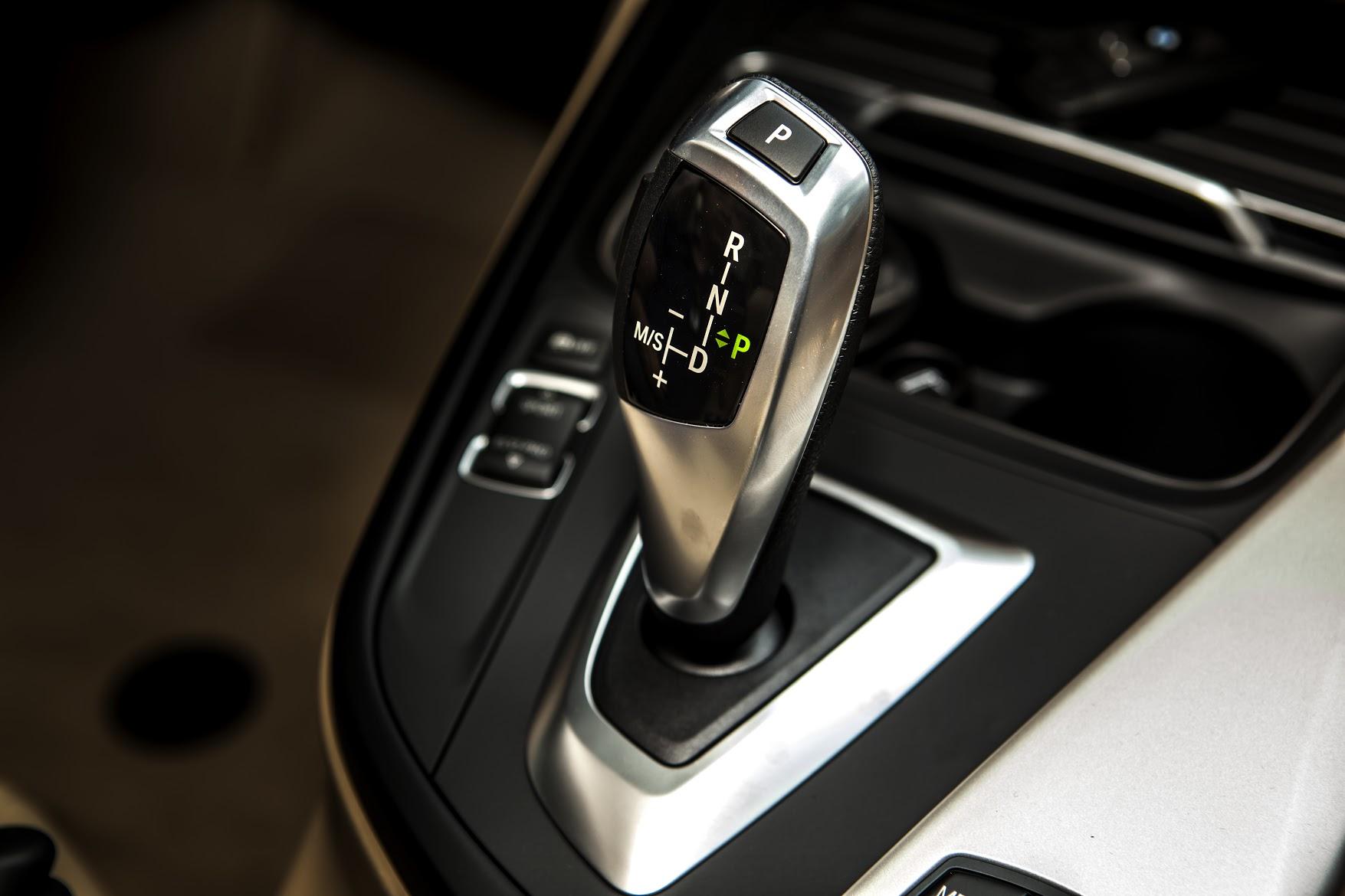 Hộp số tự động 8 cấp Steptronic phiên bản mới của BMW 320i.