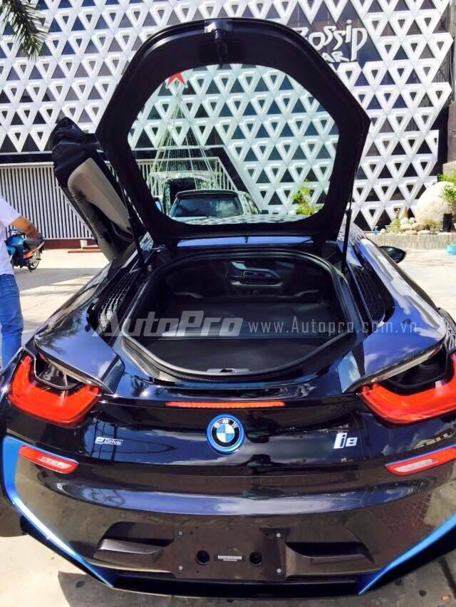 Sự xuất hiện của gần 35 chiếc BMW i8 tại Việt Nam đã tạo nên trào lưu chơi siêu xe của các thiếu gia Đồng bằng sông Cửu Long.