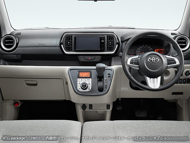 Bên trong Toyota Passo là không gian nội thất khá rộng rãi. Xe có điều hòa không khí điều khiển điện tử, màn hình một màu TFT trên cụm điều khiển trung tâm, nút bấm khởi động máy, cửa sổ chỉnh điện và ghế sau gập 60:40.