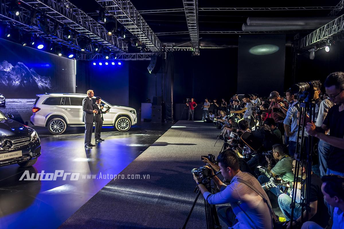 Màn trình bày dài lê thê của Mercedes-Benz Việt Nam về 2 mẫu xe mới của mình.