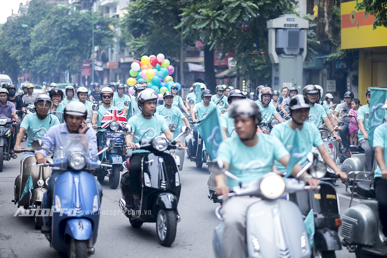 Với sự xuất hiện của những chiếc áo phông đồng phục mang màu xanh Azuro 70 ....