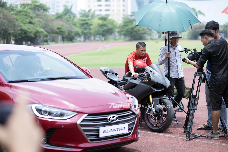 Hậu trường của buổi quay quảng cáo cho Hyundai Elantra 2016.