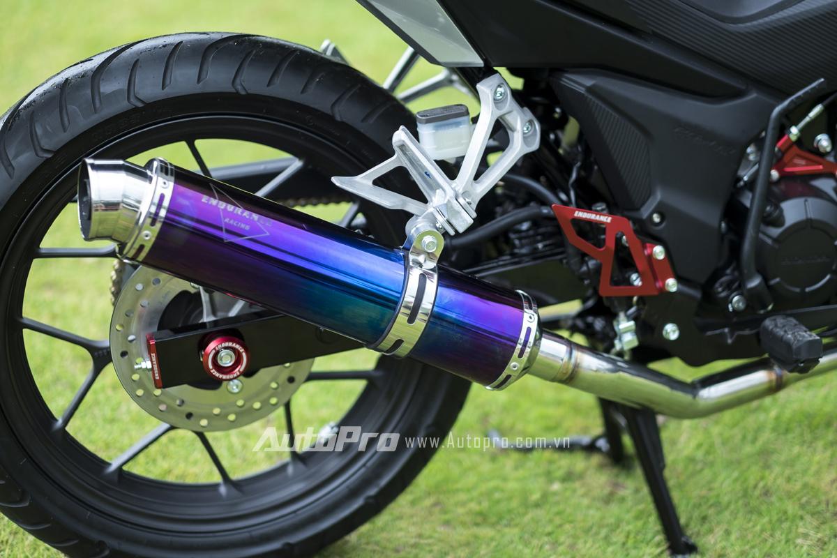 Ống xả Endurance nằm ngoài bộ phụ kiện được bán cho Honda Winner 150 có giá 3 triệu đồng.