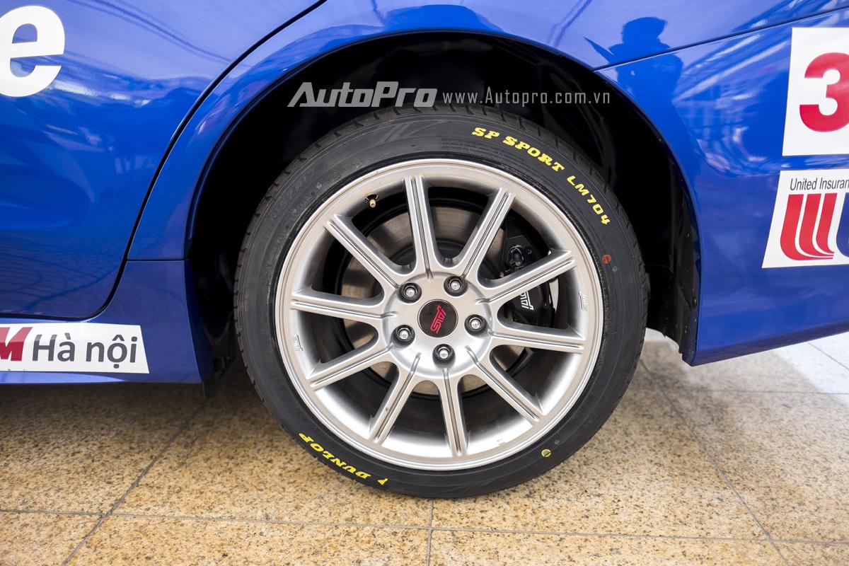 Ngoài ra, để đảm bảo an toàn thì Subaru WRX STi còn được trang bị phanh Brembo.