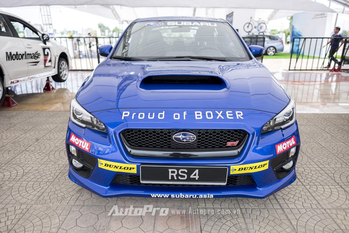 Chiếc xe Subaru WRX tham gia cùng lão tướng Russ Swift biểu diễn màn drift 10 vòng liên tiếp thuộc thế hệ mới nhất được ra sản xuất năm 2016.