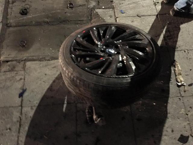 Chiếc BMW i8 bị hư hỏng nặng trong vụ tai nạn xảy ra vào hôm 5/2.