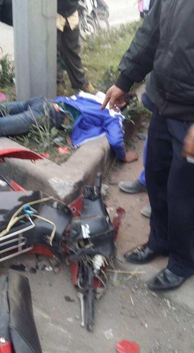 Người cầm lái bất tỉnh tại chỗ và được đưa vào bệnh viện với chẩn đoán gãy cổ.