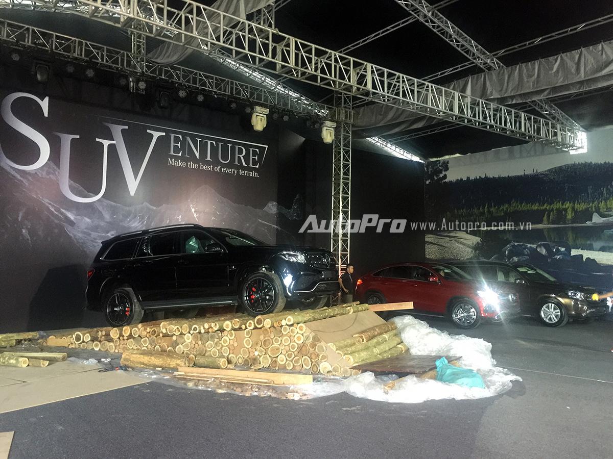 Các mẫu xe SUV tiêu biểu của MBV đang được đưa vào sân khấu chuẩn bị sẵn sàng cho buổi ra mắt.