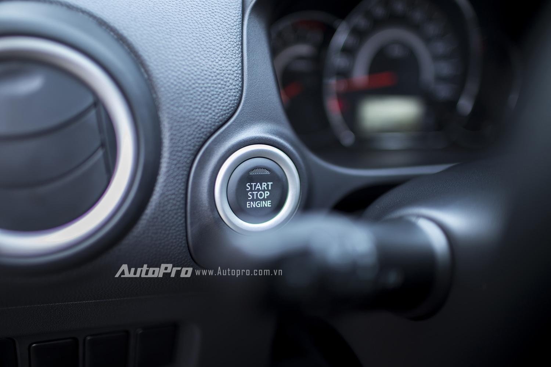 Xe vẫn có hệ thống khởi động nút bấm start/stop và chìa khoá thông minh...