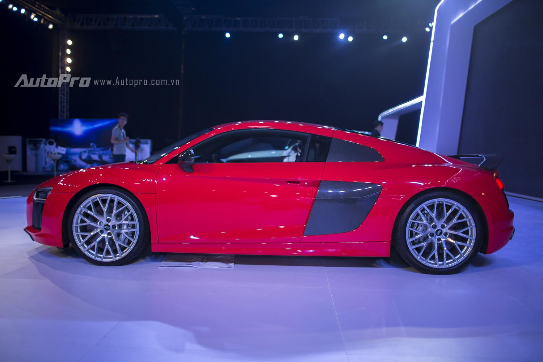 Tại sự kiện Audi Progressive 2016, chiếc xe Audi R8 V10 Plus thế hệ thứ 2 chính thức được ra mắt báo giới Việt Nam với nhiều thay đổi.
