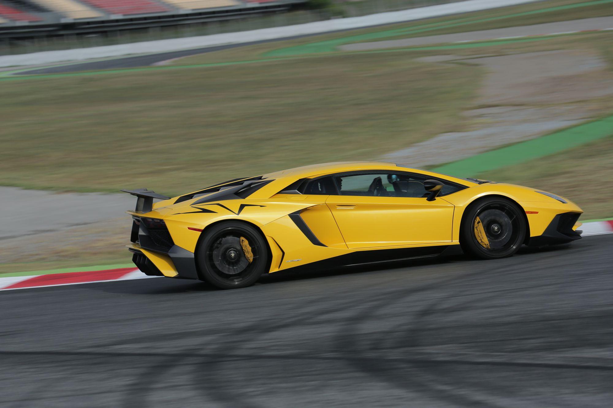 Theo truyền thống trong gia đình Lamborghini, nhiệm vụ của các phiên bản SuperVeloce khi được ra mắt là kết thúc dòng đời của một sản phẩm. Lamborghini Aventador LP750-4 SV cũng không phải là ngoại lệ.