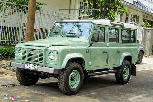 Chiếc Land Rover Defender Heritage Edition HUE 166 tại Sài Gòn. Ảnh: Zing