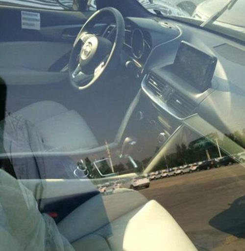 Ảnh chụp phần nội thất của Mazda CX-4.