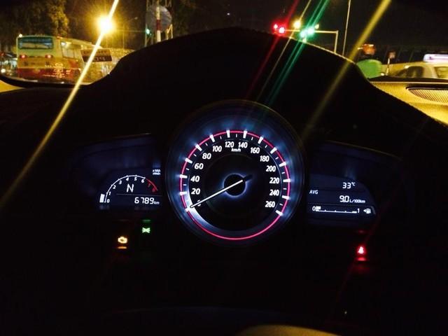 Mazda3 hiện đèn kiểm tra động cơ.