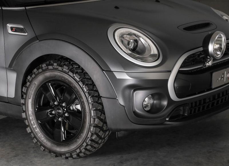 Lốp xe phong cách off-road là điểm nhấn chính trên bản concept này.