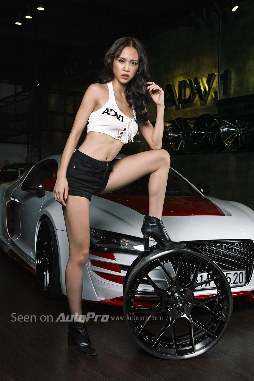 Được biết, bộ vành la-zăng ADV7 có trọng lượng rất nhẹ với kích thước 19 inch, thiết kế 7 chấu kép khá độc đáo. Đi cùng bộ vành la-zăng ADV7 còn có bộ lốp Pirelli P ZERO kích cỡ 255/35ZR19 ở bánh trước và 305/30ZR19 ở bánh sau.