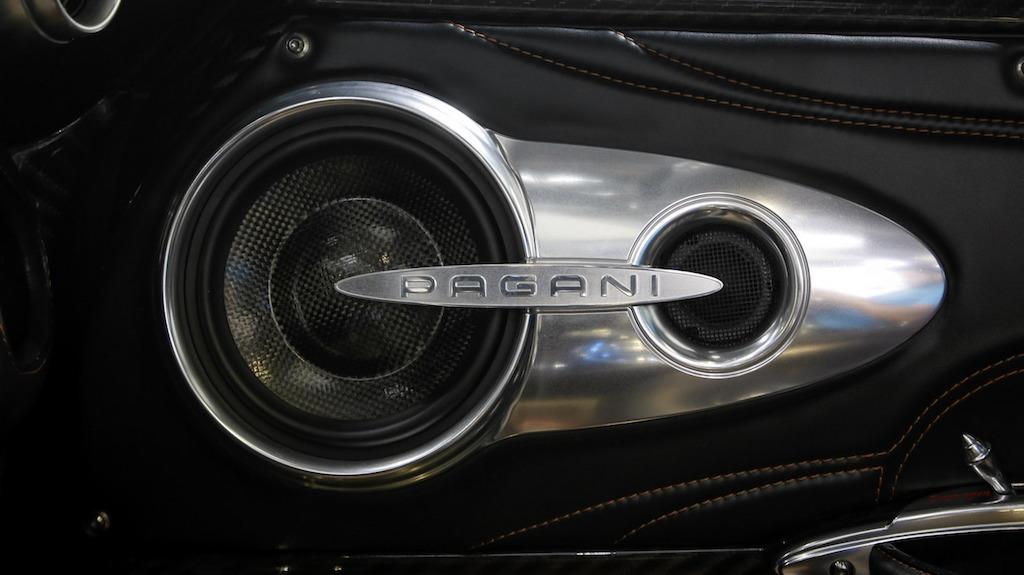Nếu quả thực có giá 78 tỷ Đồng, Pagani Huayra sẽ lập kỷ lục về giá bán trong làng siêu xe Việt Nam, vượt qua cả ông hoàng tốc độ Bugatti Veyron từng được đại gia Minh Nhựa đưa về nước trong năm 2012.