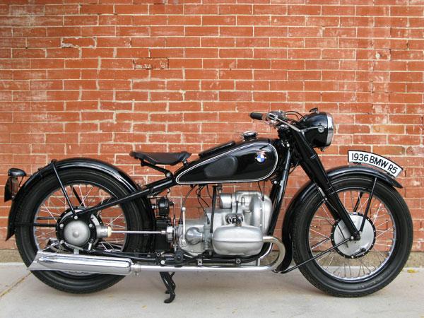 Cách đây 80 năm, hãng BMW đã tung ra tân binh R5, mẫu mô tô sau này ảnh hưởng mạnh đến thiết kế của toàn ngành công nghiệp xế nổ trong thập niên 50. Đến tận ngày nay, BMW R5 vẫn là mẫu mô tô mà nhiều hãng độ trên thế giới theo đuổi.