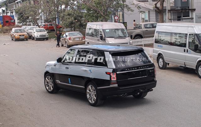 Range Rover SVAutobiography LWB phiên bản chính hãng không được tiết lộ giá bán, trong khi đó các công ty nhập khẩu tư nhân chào bán với giá dao động từ 10,5 đến 11,5 tỷ Đồng.