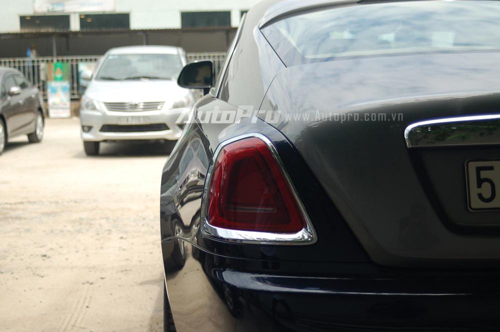 Với việc tậu chiếc Rolls-Royce Wraith, tay chơi 8X đã san bằng kỷ lục về thành tích chỉ trong vòng một tháng mua liên tiếp 3 siêu xe của mình vào một năm về trước.