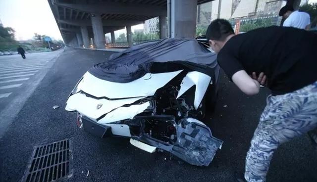Lý Dịch Phong từng gây tai nạn cho chiếc Lamborghini Aventador vào rạng sáng ngày 27/5.