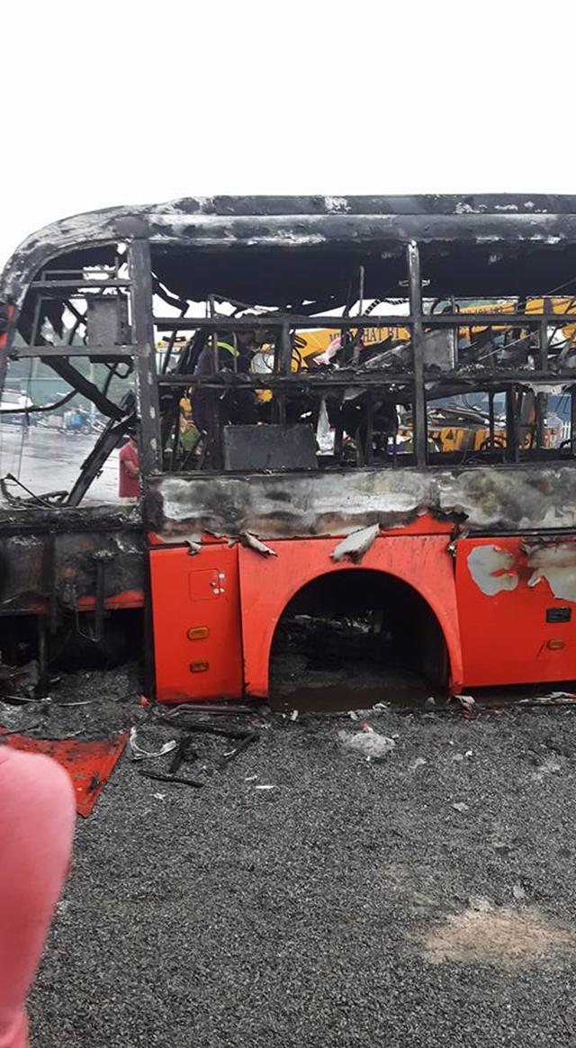 Có ít nhất 12 người tử vong và 30 hành khách phải nhập viện điều trị vì bỏng nặng.