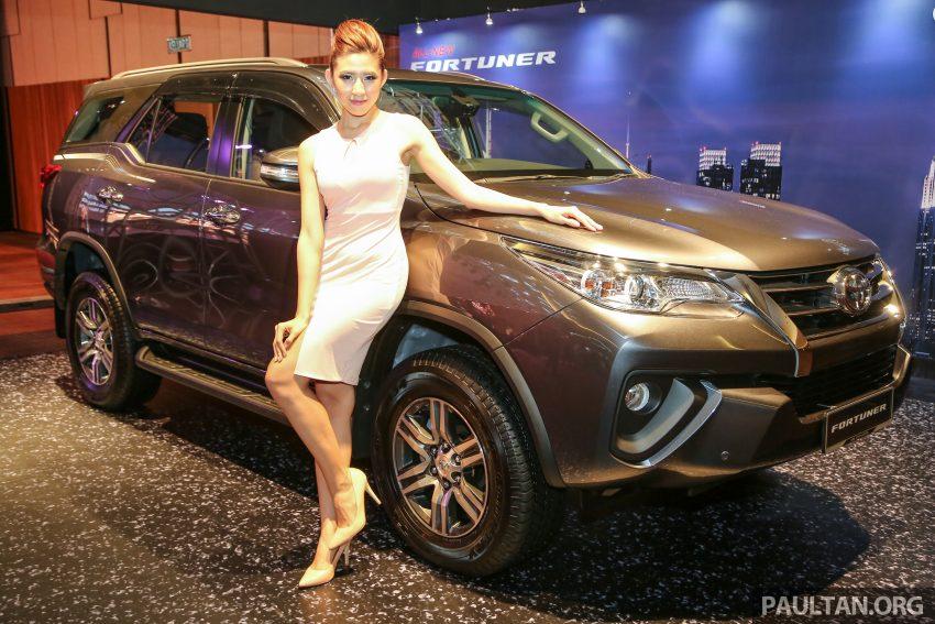 Sau màn ra mắt ấn tượng tại thị trường Thái Lan vào giữa tháng 7/2015, Toyota Fortuner thế hệ mới, vừa được giới thiệu đến các khách hàng Malaysia với 2 phiên bản chính là động cơ diesel tăng áp GD mới 2,4 lít VRZ và xăng 2,7 SRZ với mức giá từ 46.600 USD đến 49.900 USD.