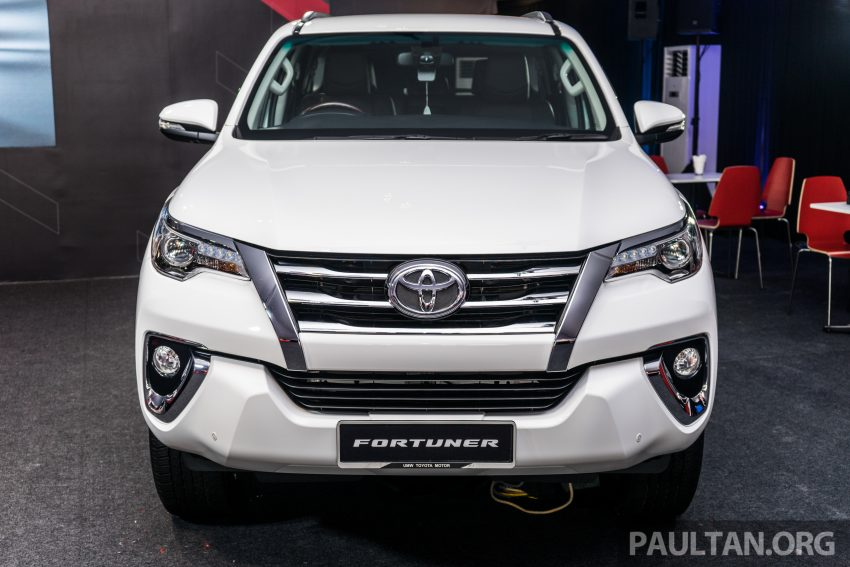 Vế thiết kế, Toyota Fortuner thế hệ mới có sự lột xác ngoại mục ở ngoại hình, trong đó, chiếc SUV bình dân được phát triển dựa trên cơ sở gầm bệ chung với Hilux.