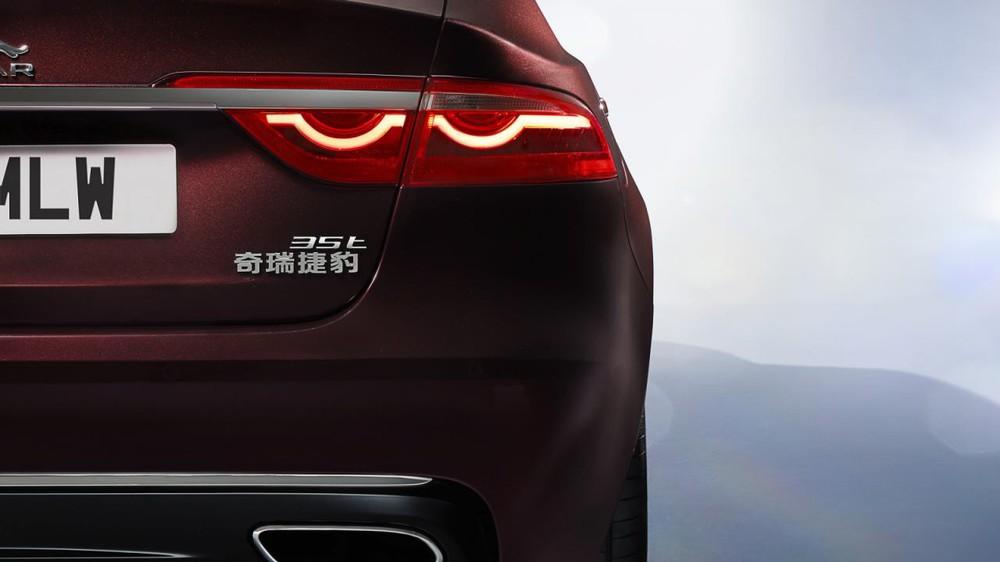 Nếu muốn, khách hàng có thể chọn động cơ V6, siêu nạp, dung tích 3.0 lít với công suất tối đa 335 mã lực.