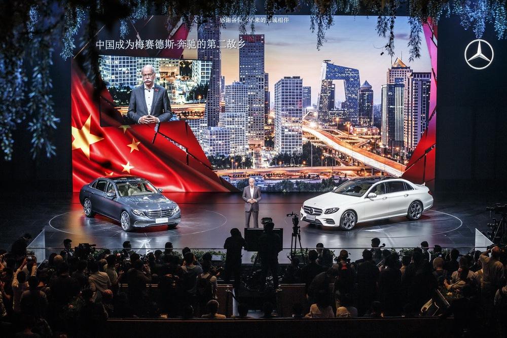Là sản phẩm của liên doanh Beijing Benz Automotive Co. (BBAC), Mercedes-Benz E-Class LWB thế hệ mới chỉ được phân phối tại một mình thị trường Trung Quốc.