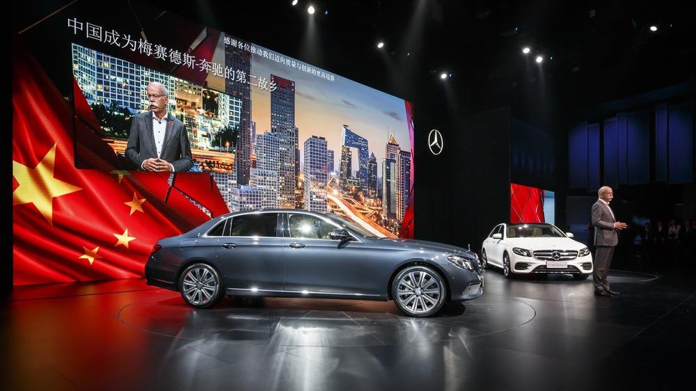 Xe kéo dài là một trong những dòng sản phẩm được yêu thích tại thị trường đông dân nhất thế giới Trung Quốc. Do đó, các nhãn hiệu hạng sang đã không ngần ngại tung ra những mẫu xe kéo dài dành riêng cho thị trường Trung Quốc, điển hình như Mercedes-Benz.