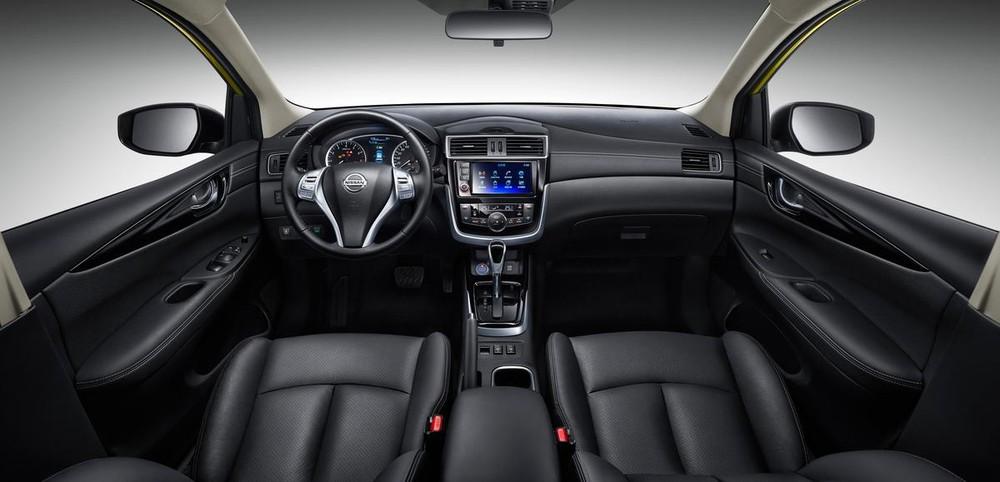 Bên trong Nissan Tiida 2017 là không gian nội thất giống hệt với Pulsar tại thị trường châu Âu.