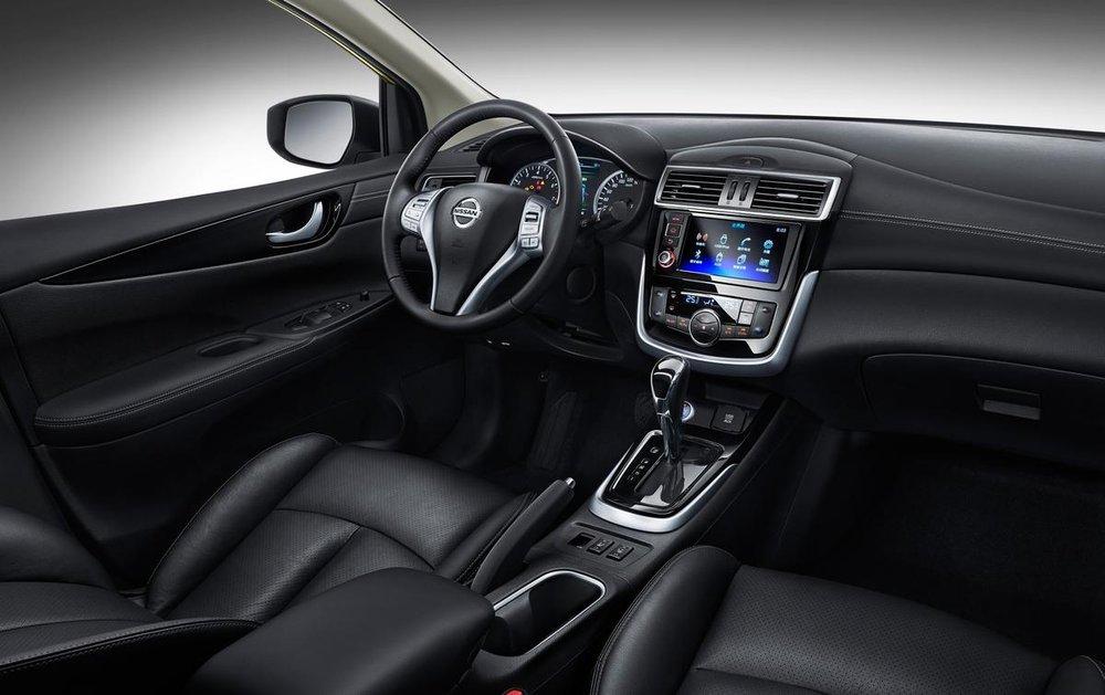 Về mặt an toàn, Nissan Tiida 2017 có phanh khẩn cấp, cảnh báo chuyển làn đường và cảnh báo điểm mù.