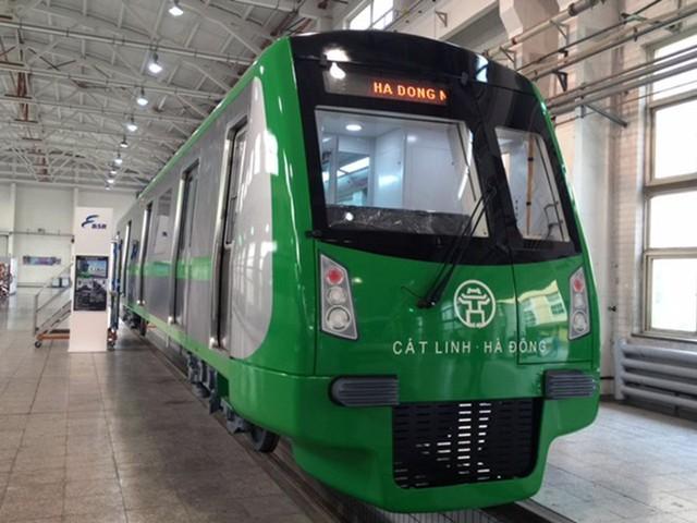 Đây là đoàn tàu mẫu, được đóng tại nhà máy đóng toa xe metro, Bắc Kinh, Trung Quốc. Tàu mẫu mô phỏng tỷ lệ 1/1 về hình dáng kết cấu, nội ngoại thất. Sau quá trình tiếp thu ý kiến, hình dáng, thiết kế tàu sẽ cập nhật một vài chi tiết cho phù hợp điều kiện thực tế.
