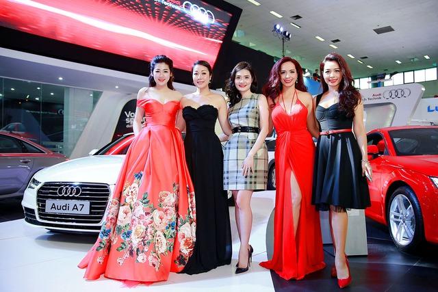 Dàn sao Việt tại gian hàng của Audi.